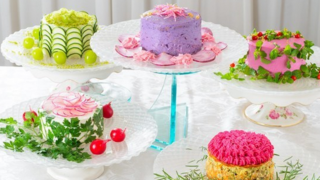 Le insalate che sembrano torte, una gioia per tutti i sensi
