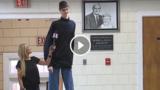 Il 16enne Robert Bobroczky ha raggiunto l'altezza di 2.33 metri