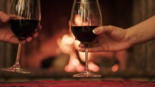 Un bicchiere di vino prima di dormire fa dimagrire più in fretta