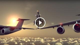 Auguri di Natale spericolati con una spaccata tra due aerei in volo