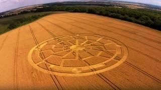 Cerchio nel grano raffigurante il Sole Nero compare nel Wiltshire – 8/8/2015