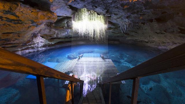 """Una piscina nascosta naturale sotterranea: la """"Tana del Diavolo"""""""