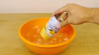 Un trucco per raffreddare velocemente la tua bibita, da 24 a 5 gradi in soli 2 MINUTI