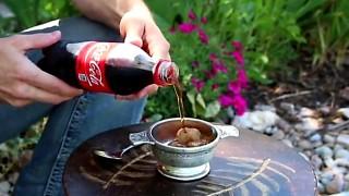 Versa la Coca Cola e diventa magicamente GRANITA ghiacciata. Ecco come fare