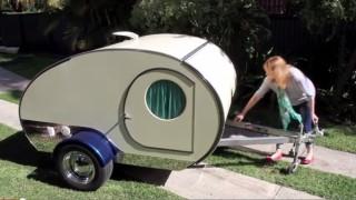 Sembra solo un piccolo carrello, ma aperto si trasforma in una casa in miniatura