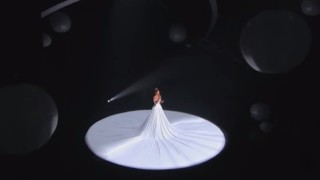 """Jennifer Lopez canta """"Feel the Light"""", ma quando le luci cambiano… WOW"""