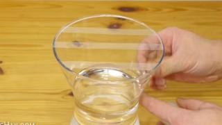 Mette dello Scotch su un vaso…. Il risultato è utilissimo!