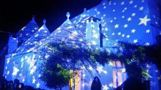 Alberobello a Natale si accende di mille colori