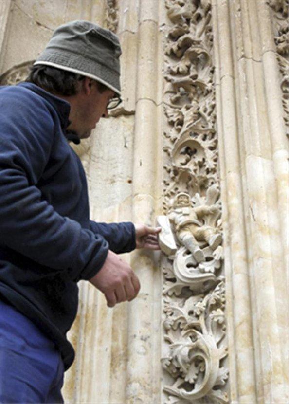 atto_vandalico_restauro