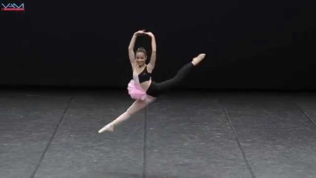 Una coreografia originale: Un doppio costume e due stili di danza differenti, il balletto classico e l'hip hop