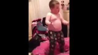 Un bimbo che ama ballare!