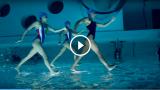 Nuoto sincronizzato, telecamera invertita… Che impressione! Le nuotatrici volano!