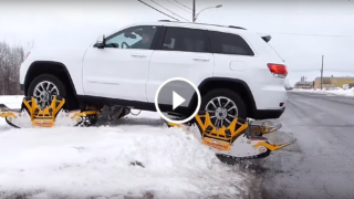 In caso di neve trasformano l'auto in cingolato