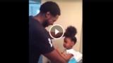 Papà cerca di fare il codino alla figlia, ma quello che succede è esilarante