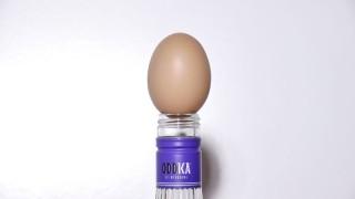 Come far entrare un uovo in una bottiglia