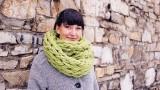 Come fare una sciarpa con le sole mani in 30 minuti, senza ferri o uncinetto