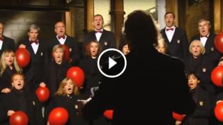 Incredibile esperimento di coro all'elio. Ma come fanno a non ridere?? :-)