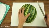Un metodo geniale con cui creare delle monoporzioni di anguria da gustare in compagnia.