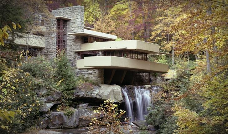 FALLING WATER  (La casa sulla Cascata)