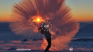 Tè caldo lanciato in aria a -40°c crea un effetto straordinario