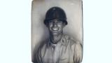 Pubblica una foto del nonno da giovane, lo scatto spopola sul web