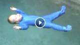 Infant Swimming Resource – Il metodo che insegna ai neonati a sopravvivere alle cadute accidentali nell'acqua