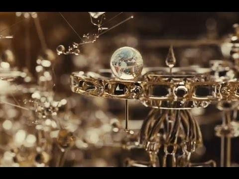 La grafica 3D degli straordinari titoli del film EVA, esteticamente sublime