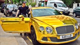 """""""GIOVANI E RICCHI"""" la prima puntata su Rai2 – Bentley d'oro, Maserati in velluto nero, scarpe da 5000 sterline…"""