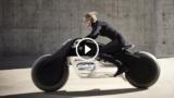 La nuova moto del futuro BMW si guida senza casco e con la realtà aumentata