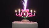 La candela che si apre come un fiore, ruota e suona una dolce melodia