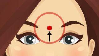 Che cosa succede se si massaggia questo punto sulla fronte?