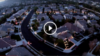 Luci di Natale sincronizzate in tutto il quartiere