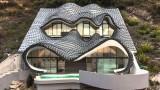 Questa casa ha gli occhi di un drago, la sua architettura è incredibile