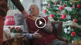 """Natale, lo spot che non ti aspetti: il regalo di Natale da fare al nonno """"solo"""""""