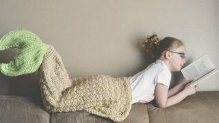La coperta a coda di sirena è il regalo che farà felici tante ragazze (e non solo)