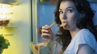 Snack notturni: i 10 cibi sani che si possono mangiare prima di andare a letto