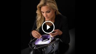 Si accende automaticamente ogni volta che infili la mano nella borsetta