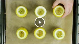 Si prepara così, dentro il limone, il soufflé incredibilmente soffice e leggero. Semplicemente divino!