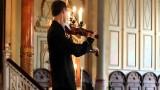 Squilla il telefonino durante il concerto, ma la reazione del violinista è sorprendente!