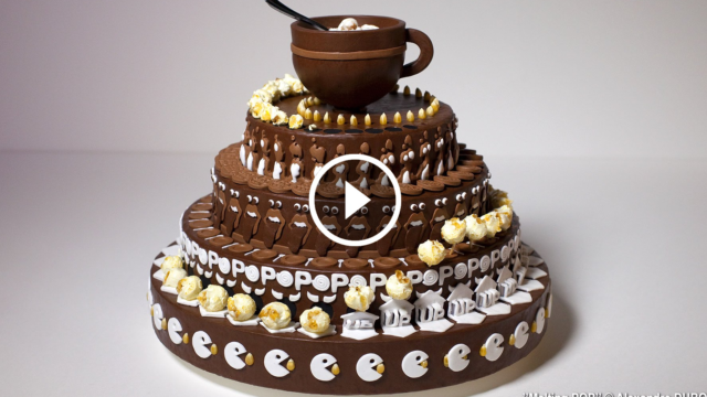 Sembra una torta normale, ma guardate che spettacolo quando inizia a girare…