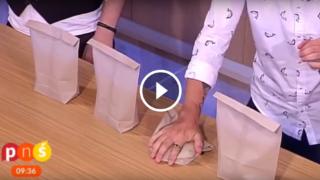 Gioco di prestigio disastroso: giornalista si trafigge la mano con un chiodo