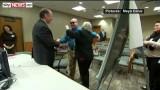 Uomo cieco rivede sua moglie dopo 10 anni grazie all'installazione di un occhio bionico