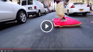 Aladino sul Tappeto Magico per le strade di New York sta facendo impazzire tutti! [VIDEO]