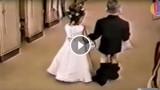 Bambini ai matrimoni. (Video Divertente)
