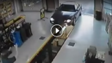 Incidenti stupidi in garage